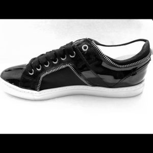 Sneakers- patent leather with zipper details!